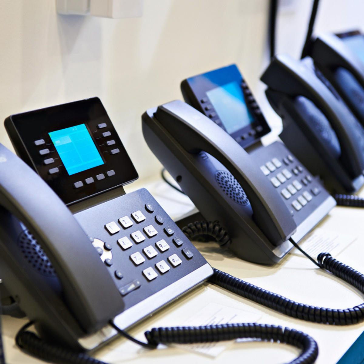 Top 5 Reasons to Choose a Phonesuite VoIP System over Mitel